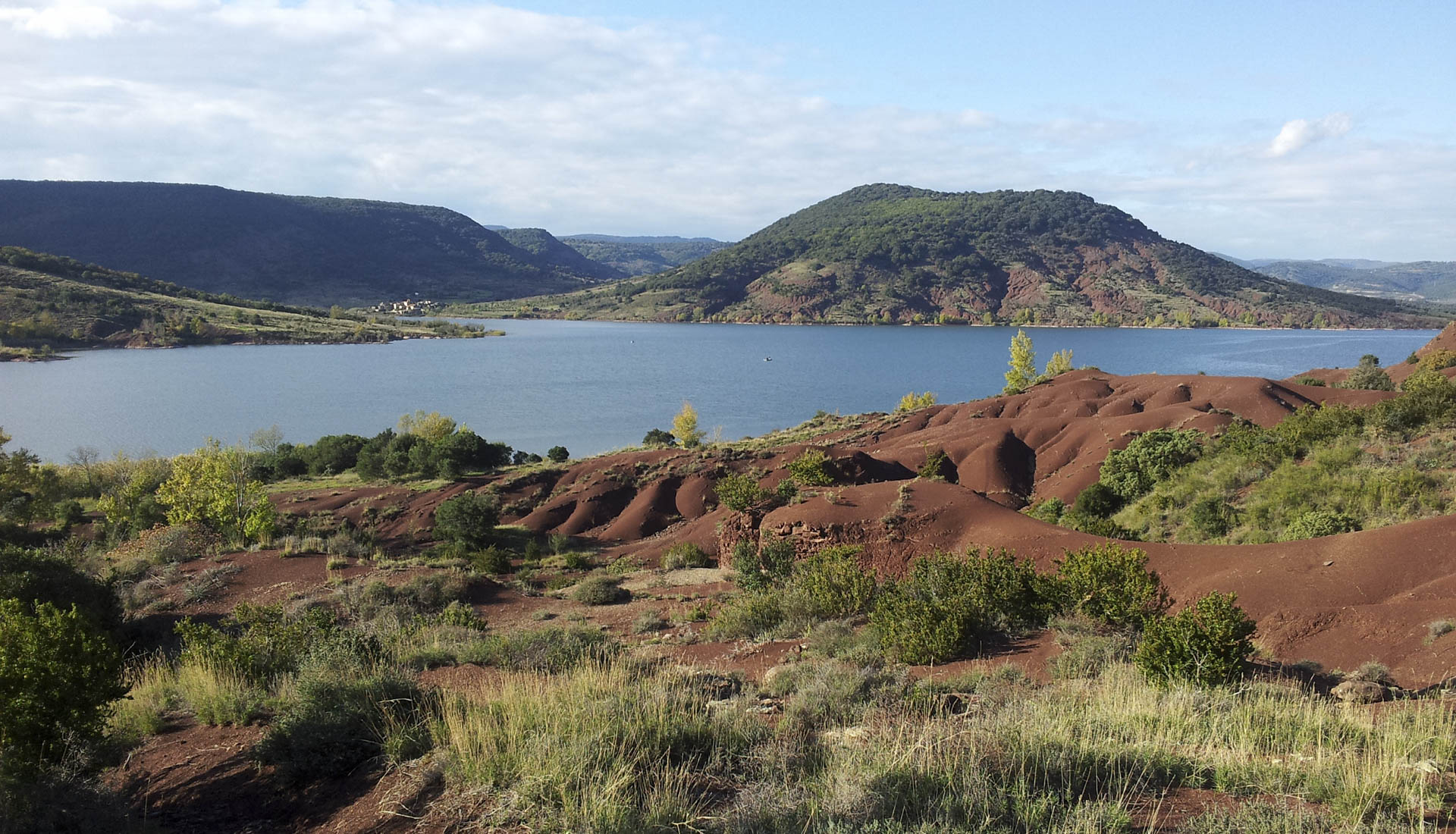 Lac de Salagou et sa ruffe rouge © C.Gauthier