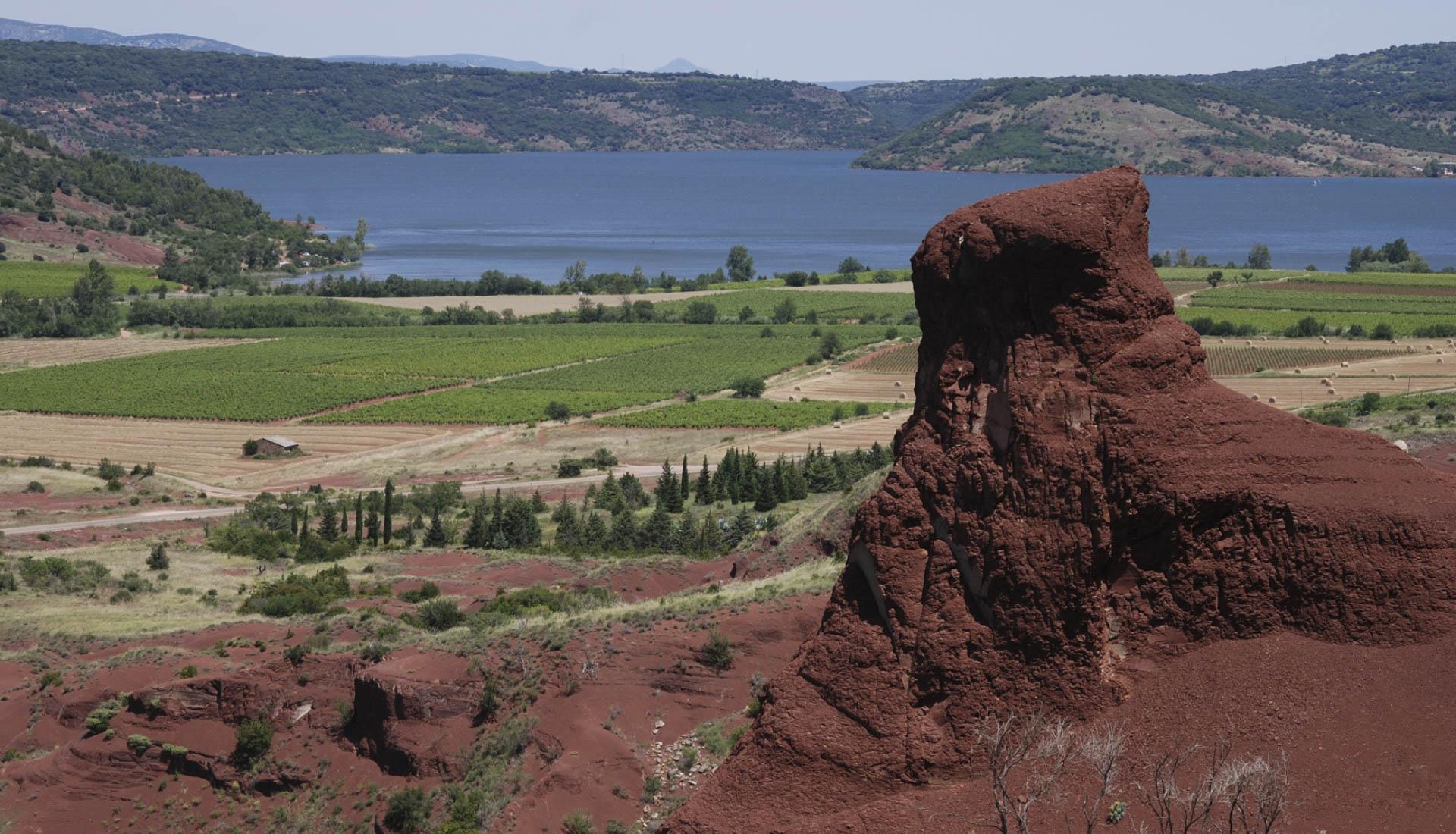 Rouge couleur mineral du Grand site Salagou