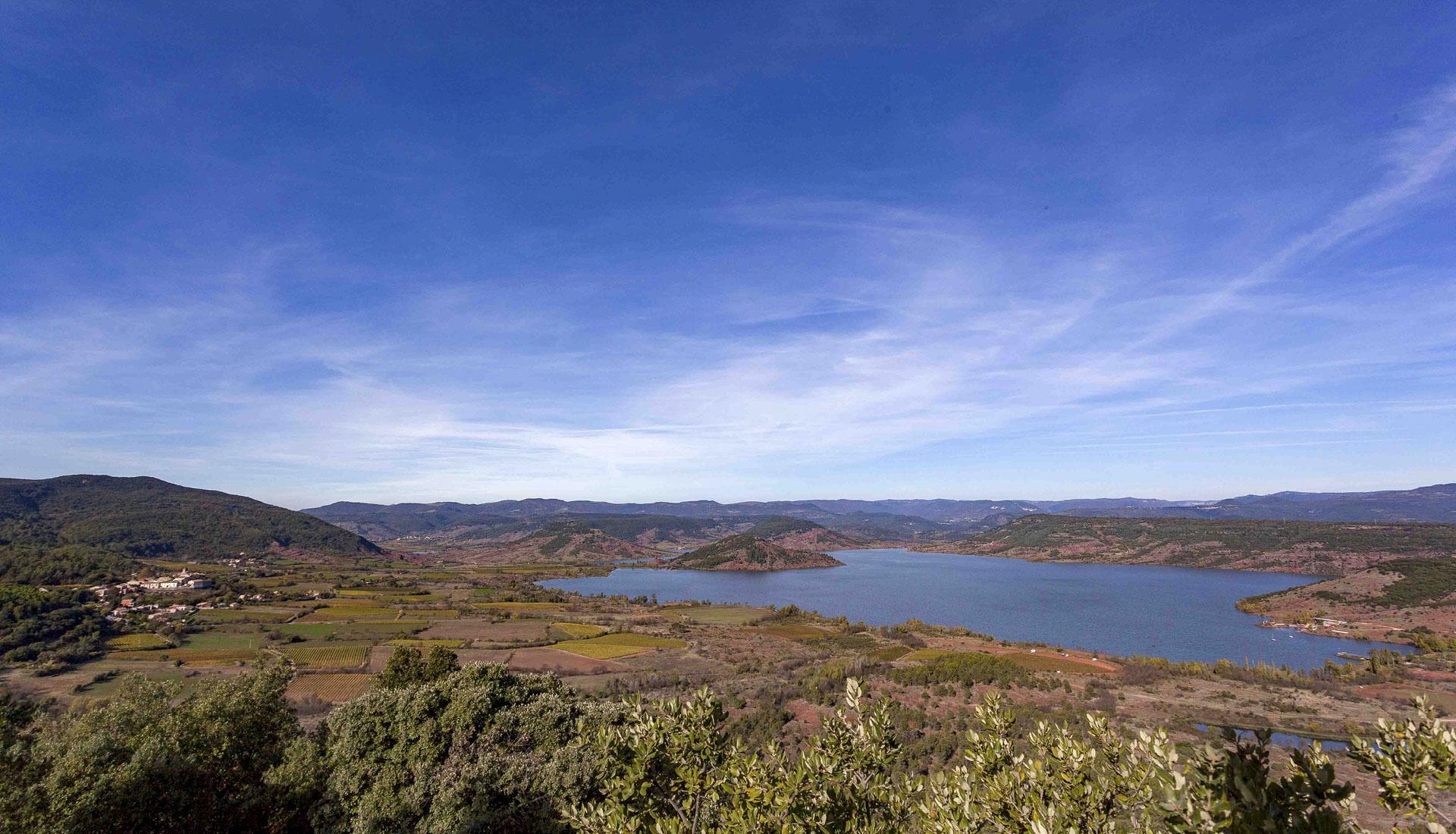 Le lac du Salagou et sa plaine agricole © L.Micola