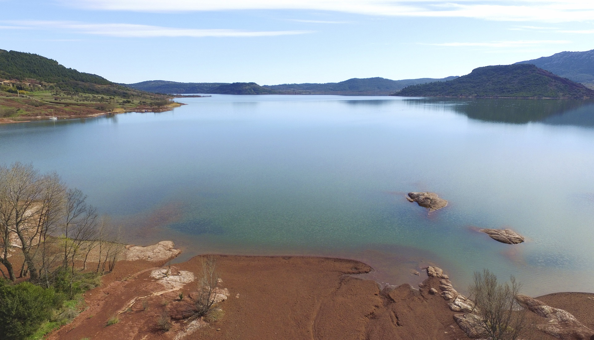 Les eaux du Lac du Salagou © Eric Brendle