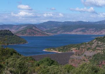 Le barrage et le lac du Salagou @ L. Charpentier