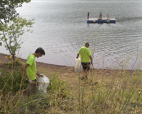 Nettoyage berges Lac du Salagou